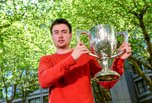 Mark English with the Morton Mile Trophy in Dublin yesterday. Photo: Pat Murphy / SPORTSFILE