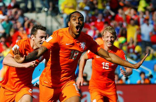 Leroy Fer of the Netherlands (C) celebrates with teammates after scoring a goal during their 2014 World Cup Group B soccer match against Chile