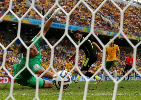 Spain's David Villa (C) scores past Australia's goalkeeper Mathew Ryan (L) during their 2014 World Cup Group B soccer match at the Baixada arena in Curitiba