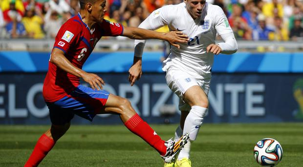 Costa Rica's Oscar Duarte (L) fights for the ball with England's Ross Barkley during their 2014 World Cup Group D soccer match at the Mineirao stadium in Belo Horizonte