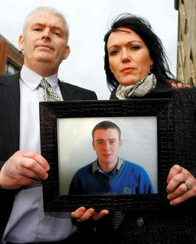 COLCLOUGH MANSLAUGHTER SENTENCE HEARING, CENTRAL CRIMINAL COURT, (19/12/08). PIC: SHOWS: MICHAEL AND CHARLOTTE NOLAN , PARENTS OF MANSLAUGHTER VICTIM, SEAN, (18 YRS.) PROUDLY POSE WITH A TREASURED FAMILY PHOTOGRAPH OF THEIR DEAD SON, OUTSIDE COURT YESTERDAY (FRI.) AFTER SENTENCE HEARING. (PIC: COURTPIX.)****SEE ALSO COLCLOUGH 1O YRS JAIL CX