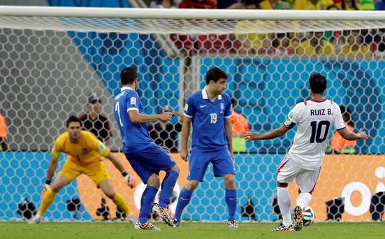 Costa Rica's Bryan Ruiz, right, scores the opening goal during the World Cup round of 16 soccer match between Costa Rica and Greece at the Arena Pernambuco in Recife, Brazil, Sunday, June 29, 2014. (AP Photo/Ricardo Mazalan)