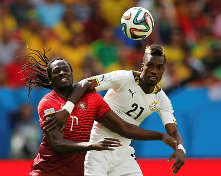 Portugal's Eder (L) fights for the ball with Ghana's John Boye during the 2014 World Cup