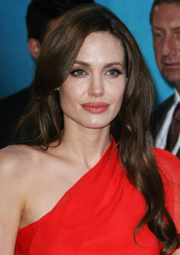 angelina_jolie_glowing_skin_re.jpg