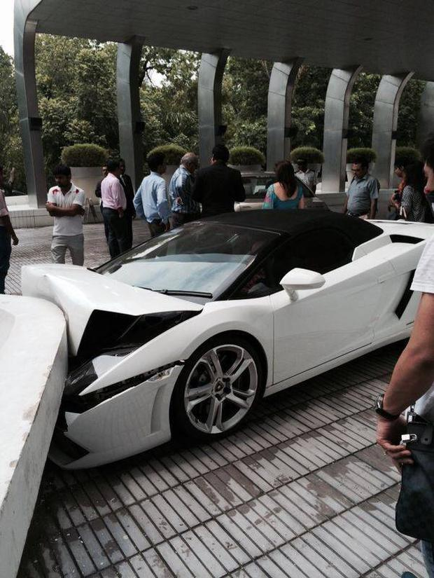 Lamborghini smashed by Vallet parking driver at hotel LeMerdien, Delhi