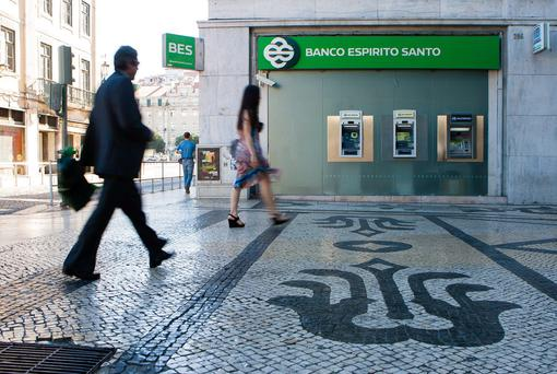 Portuguese bank Banco Espirito Santo tumbled a seventh day as a group company faces a debt payment