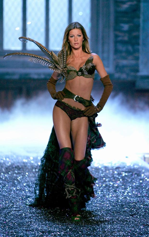 Model Gisele Bundchen walks the runway during the Victoria's Secret Fashion Show held at the Kodak Theatre on November 16, 2006