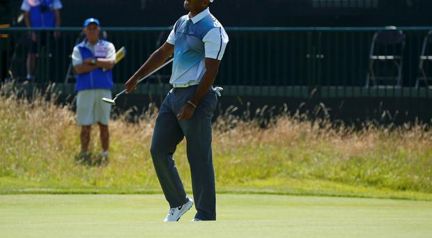 Tiger Woods has urged spectators at the Royal Liverpool Golf Club in Hoylake to keep their phones on silent and not take pictures