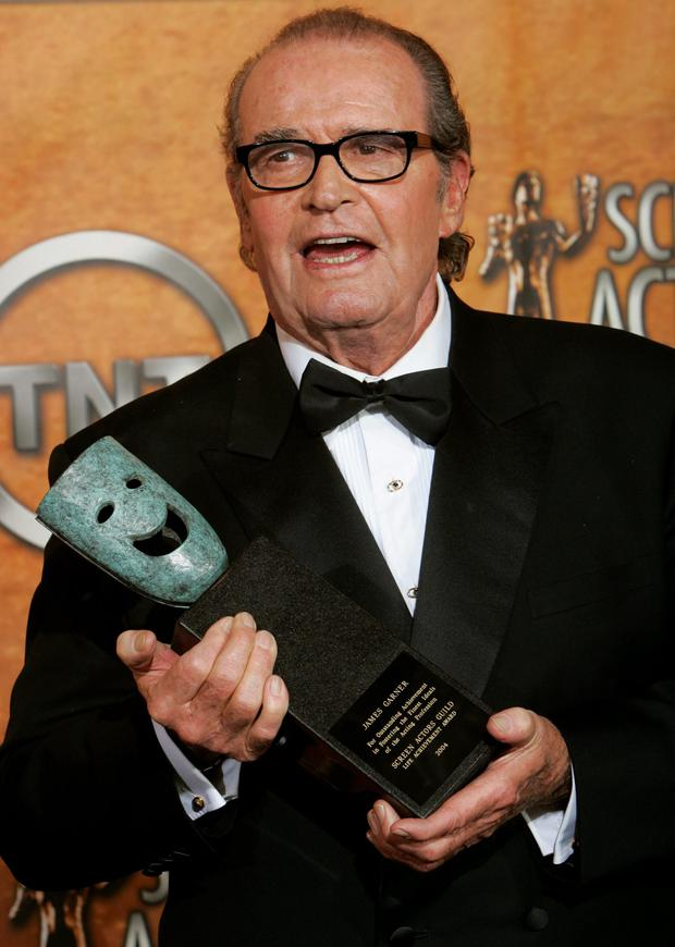 Actor James Garner smiles with his Lifetime Achievement Award at the 11th annual Screen Actors Guild awards at the Shrine Auditorium in Los Angeles in this February 5, 2005 file photo