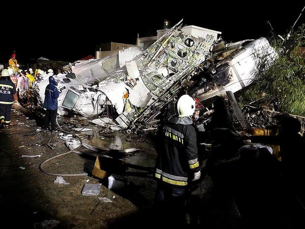 Rescue personnel survey the wreckage of TransAsia Airways flight GE222 on Taiwan's offshore island of Penghu, July 23, 2014