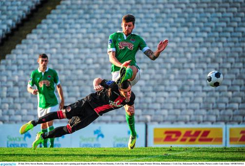 Steven Beattie, Bohemians, scores his side's opening goal despite the efforts of Darren Dennehy, Cork City. SSE Airtricity League Premier Division, Bohemians v Cork City. Dalymount Park, Dublin. Picture credit: Cody Glenn / SPORTSFILE