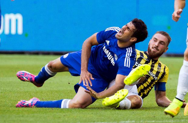 Chelsea's Diego Costa (L) fights for the ball with Vitesse Arnhem's Guram Kashia