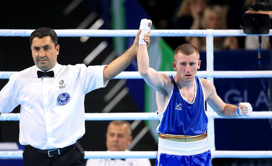 Paddy Barnes retained his Commonwealth Games light-flyweight title by defeating India's Devendro Laishram