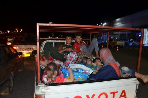 Displaced people, who fled from the violence in the province of Nineveh, arrive at Sulaimaniya province August 7, 2014. REUTERS/Stringer