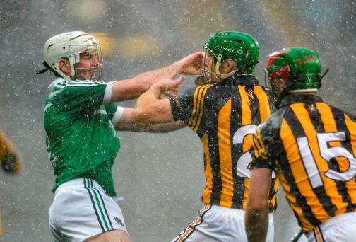 Henry Shefflin, Kilkenny, clashes with Tom Condon, Limerick