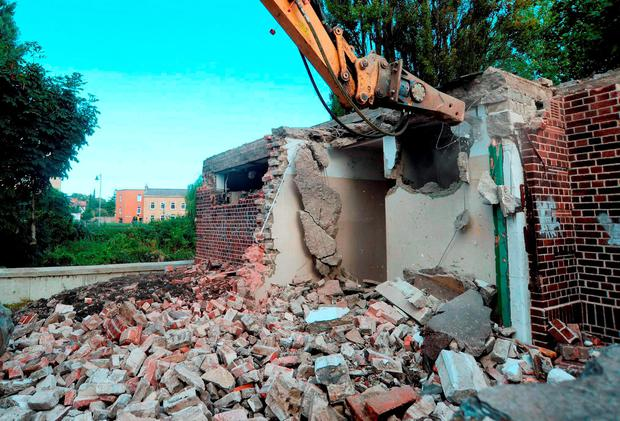 General view of construction workers demolishing public toilet building on Anglesea road, Dublin 4. Picture: Caroline Quinn