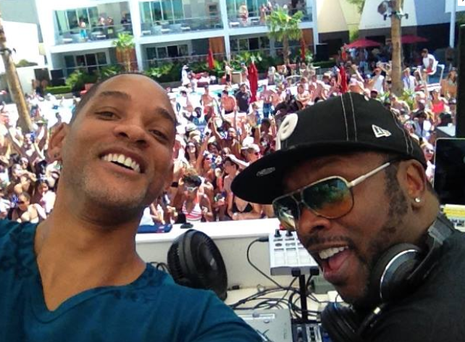 Will Smith posted this pic of his reunion with Jazzy Jeff on Facebook