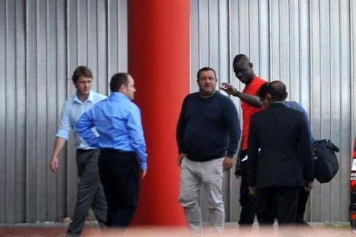 Mario Balotelli arrives at Melwood to complete his move to Liverpool