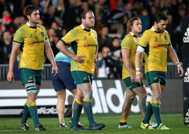 Australia's Wallabies walk off the field after losing to New Zealand's All Blacks during their second Bledisloe Cup rugby championship match at Eden Park in Auckland August 23, 2014. REUTERS/Nigel Marple (NEW ZEALAND - Tags: SPORT RUGBY)