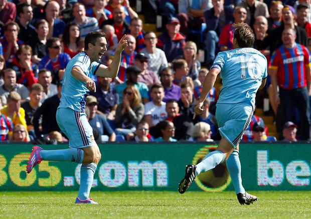 West Ham United's Stewart Downing (L) celebrates with teammate Mark Noble