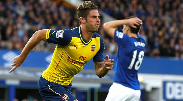 Arsenal's Olivier Giroud (L) suffered an ankle injury in the in the 2-2 draw at Everton