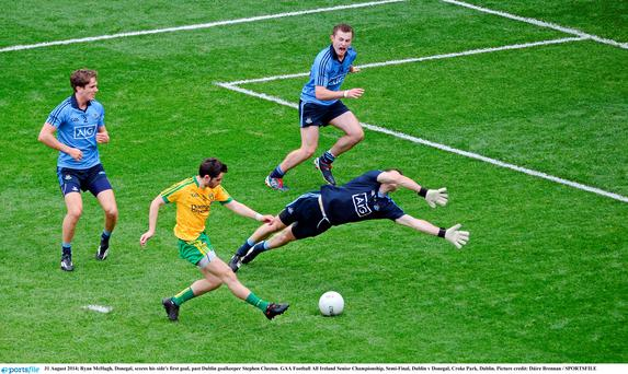 Ryan McHugh, Donegal, scores his side's first goal, past Dublin goalkeeper Stephen Cluxton. GAA Football All Ireland Senior Championship, Semi-Final, Dublin v Donegal, Croke Park, Dublin. Picture credit: Dáire Brennan / SPORTSFILE