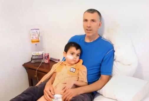 Bret King with his ill son Ashya. Mr King and his wife are in custody.