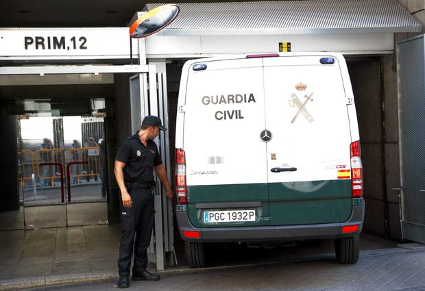 A Spanish National Police officer stands beside a Civil Guard's van that Naghemeh and Brett, parents of seriously ill Ashya King, 5, left in, at the Spanish High Court in Madrid September 1, 2014