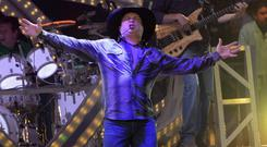 ROSEMONT, IL - SEPTEMBER 04: Garth Brooks performs at the Allstate Arena on September 4, 2014 in Rosemont, Illinois. (Photo by Daniel Boczarski/Getty Images)