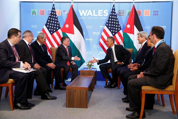U.S. President Barack Obama (R) and Jordan's King Abdullah II reach to shake hands during a meeting at the NATO Summit at the Celtic Manor Resort in Newport, Wales, September 4, 2014 (REUTERS/Larry Downing)