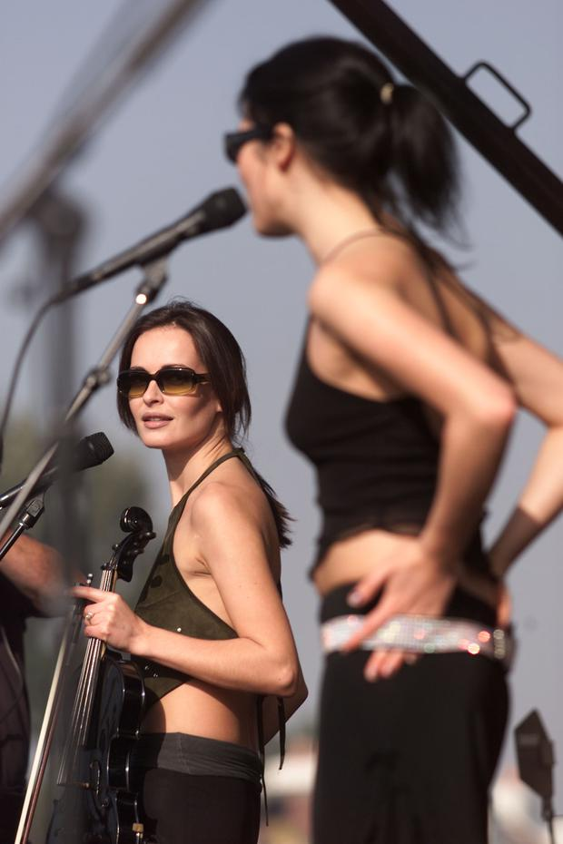 Flashback barry egan recalls an eventful night in sweden with the sharon and andrea corr of the corrs rehearsed for their appearance on my vh1 music altavistaventures Images