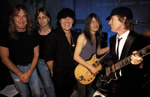 VH1 Photo of AC DC and Phil RUDD and Cliff WILLIAMS and Brian JOHNSON and Angus YOUNG and Malcolm YOUNG