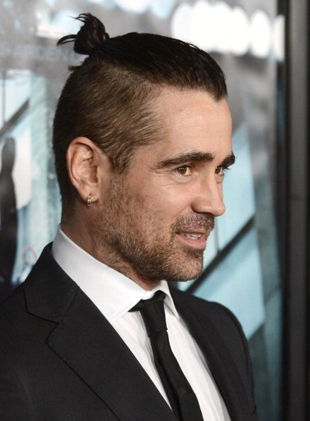 HOLLYWOOD, CA - FEBRUARY 26: Actor Colin Farrell arrives to the premiere of FilmDistricts's