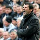 Sunderland's coach Keane gestures during their English Premier League soccer match against Newcastle United at St James Park in Newcastle...Sunderland's coach Roy Keane gestures during their English Premier League soccer match against Newcastle United at St James Park in Newcastle, northern England April 20, 2008. REUTERS/Nigel Roddis (BRITAIN). NO ONLINE/INTERNET USAGE WITHOUT A LICENCE FROM THE FOOTBALL DATA CO LTD. FOR LICENCE ENQUIRIES PLEASE TELEPHONE ++44 (0) 207 864 9000....S