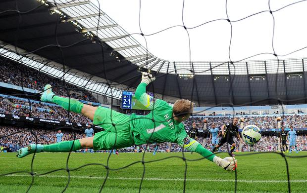 Manchester City goalkeeper Joe Hart saves a penalty from Tottenham Hotpsur's Roberto Saldado during the Barclays Premier League match at the Etihad Stadium, Manchester. PRESS ASSOCIATION Photo. Picture date: Saturday October 18, 2014. See PA story SOCCER Man City. Photo credit should read Martin Rickett/PA Wire. Editorial use only. Maximum 45 images during a match. No video emulation or promotion as 'live'. No use in games, competitions, merchandise, betting or single club/player services. No use with unofficial audio, video, data, fixtures or club/league logos.