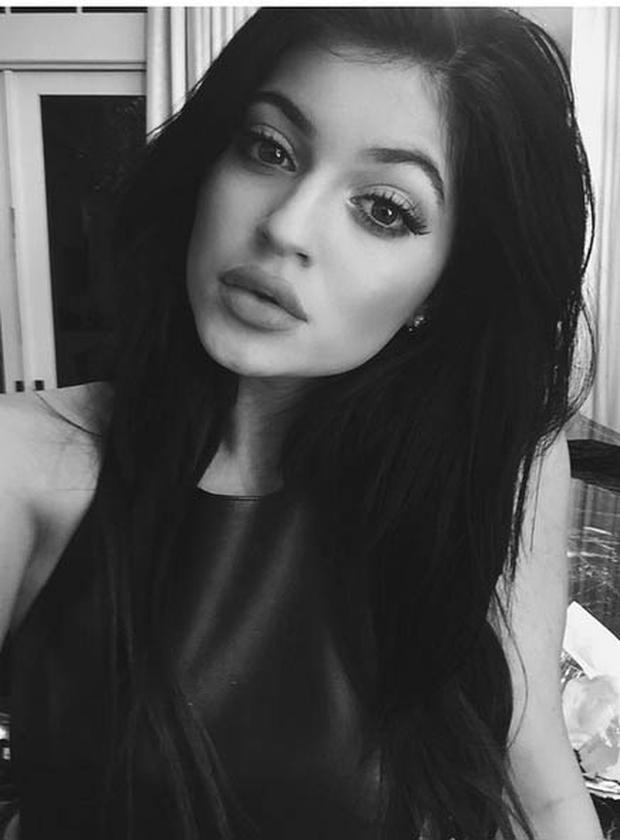 Can you believe she s only 17  Kylie Jenner s latest selfie shows lips  fuller than ever - Independent.ie 2f8193864