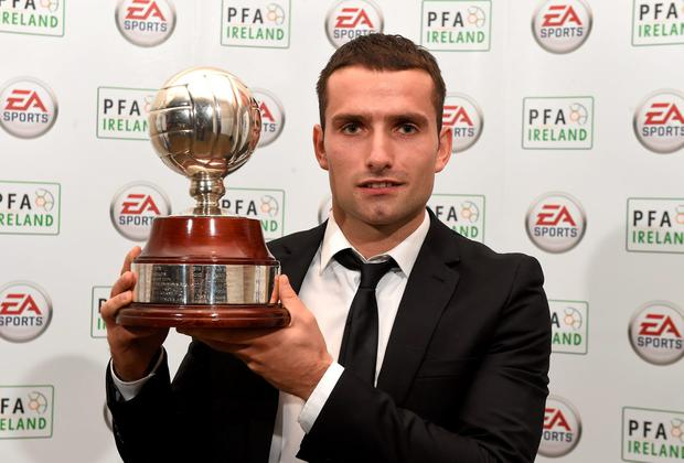 St. Patrick's Athletic's Christy Fagan with the PFAI Player of the Year award. Picture credit: Paul Mohan / SPORTSFILE