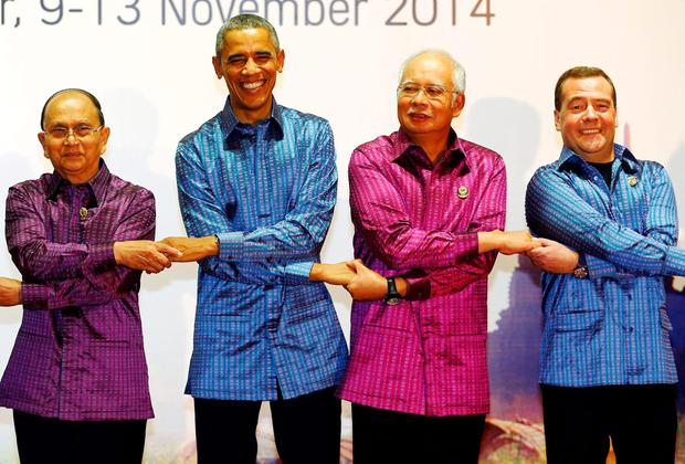 Myanmar's President Thein Sein, U.S. President Barack Obama, Malaysia's Prime Minister Najib Razak and Russia Prime Minister Dmitry Medvedev holding hands while posing for pictures before the gala dinner at the Asia-Pacific summit in China. REUTERS/Damir Sagolj