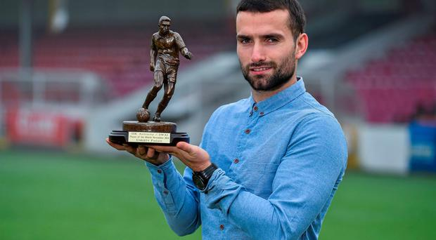 St. Patrick's Athletic striker Christy Fagan pictured with his SSE Airtricity / SWAI player of the month award for November 2014. Photo: Matt Browne / SPORTSFILE