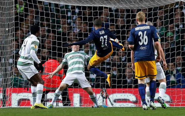 FC Salzburg's Alan scores against Celtic during their Europa League Group D soccer match at Celtic Park Stadium in Glasgow, Scotland November 27, 2014. REUTERS/Russell Cheyne (BRITAIN - Tags: SPORT SOCCER)