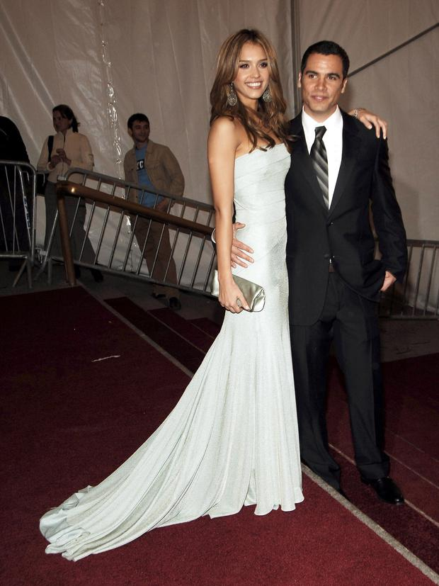 Jessica Alba and her producer husband Cash Warren wed in 2008 at a Beverly Hills courthouse with no guests present. Her brother didn't even know about the wedding until Us Weekly called him for comment.