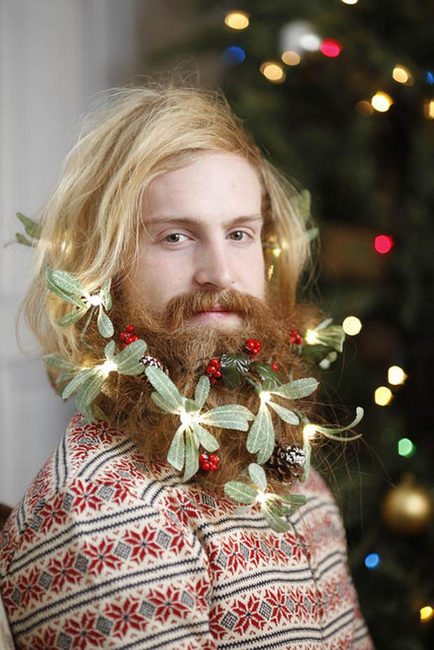 Christmas Beard.Deck The Hair With Boughs Of Holly Artist Bypasses Beard