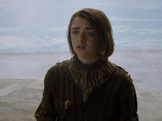 Maisie Williams looking distressed as Arya in the Game of Thrones season 5 teaser