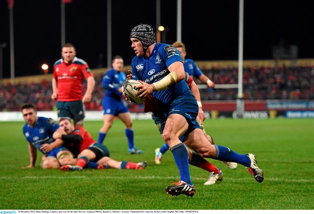Shane Jennings, Leinster, goes over for his side's first try. Guinness PRO12, Round 11, Munster v Leinster. Thomond Park, Limerick. Picture credit: Stephen McCarthy / SPORTSFILE