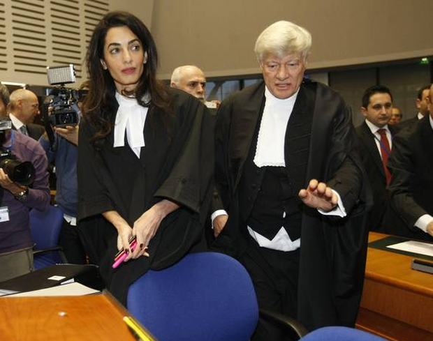 Amal Clooney gives excellent answer to fashion question at