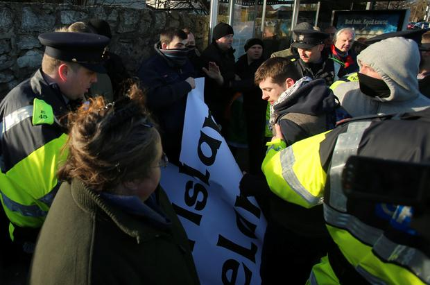 Anti-racism and anti-Islam protesters clash outside Clonskeagh Mosque in Dublin. Photo: Niall Carson/PA Wire Photo : Niall Carson.