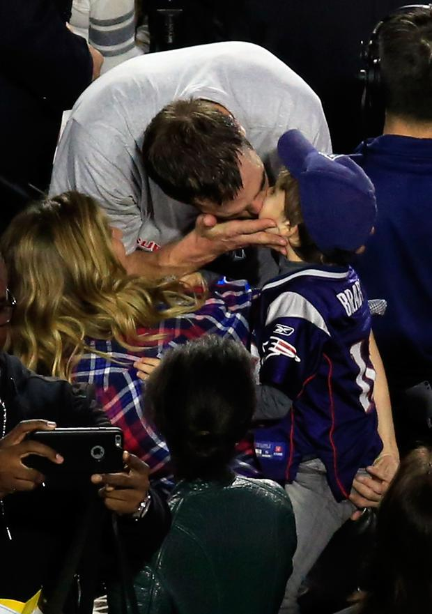 Tom Brady #12 of the New England Patriots celebrates defeating the Seattle Seahawks with his wife Gisele Bundchen and son Benjamin during Super Bowl XLIX at University of Phoenix Stadium on February 1, 2015 in Glendale, Arizona. The Patriots defeated the Seahawks 28-24. (Photo by Jamie Squire/Getty Images)