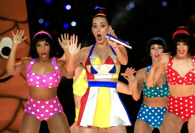Singer Katy Perry performs with dancers during the Pepsi Super Bowl XLIX Halftime Show at University of Phoenix Stadium on February 1, 2015 in Glendale, Arizona. (Photo by Rob Carr/Getty Images)