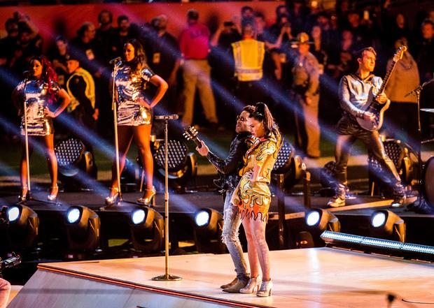Recording artists Katy Perry and Lenny Kravitz perform onstage during the Pepsi Super Bowl XLIX Halftime Show at University of Phoenix Stadium on February 1, 2015 in Glendale, Arizona. (Photo by Christopher Polk/Getty Images)