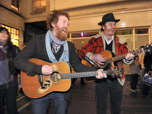 Glen Hansard and Mundy Busking on Grafton Street to raise money for Simon, the homeless charity